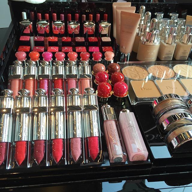 Kosmetyki online: jak bezpiecznie kupować