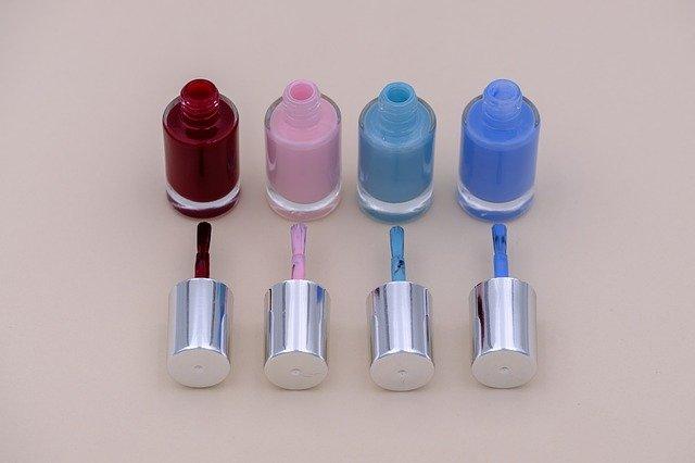 Manicure hybrydowy lakiery