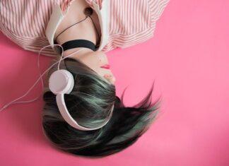 Słuchawki bezprzewodowe i tradycyjne