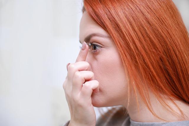 Soczewki kontaktowe: wady i zalety