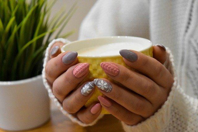 Manicure hybrydowy: jak go wykonać?